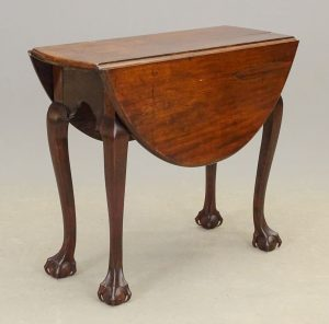 18th c. Diminutive Chippendale Dropleaf Table